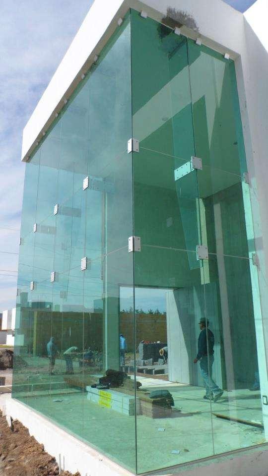 Dise o de fachadas dise o de oficinas for Fachada de casas modernas con vidrio
