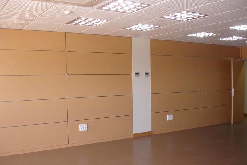 Cerramientos en madera dise o de oficinas for Cerramientos para oficinas