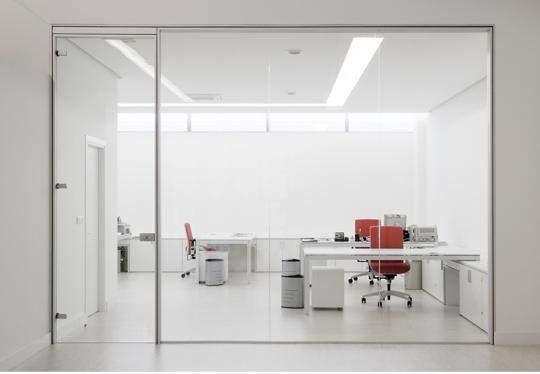 Puertas en vidrio dise o de oficinas for Puertas para oficina