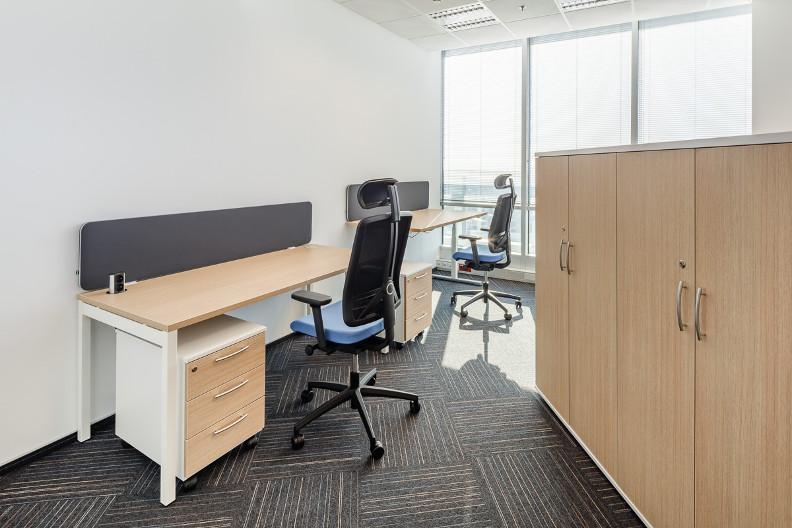 Divisiones en madera dise o de oficinas for Muebles de oficina neiva