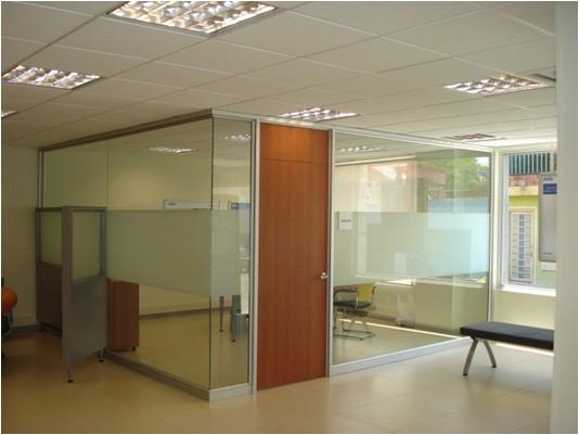 Puertas de madera con vidrio dise o de oficinas for Puertas interiores de madera con vidrio