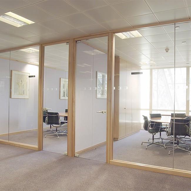 Puertas de madera con vidrio dise o de oficinas for Puertas para oficina