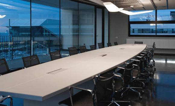 Caja de conectividad para mesa de juntas grommet for Caja de cataluna oficinas